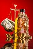 весы правосудия и бутылка вискиа Стоковая Фотография RF