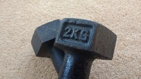 весы 2kg на поле Стоковые Изображения RF