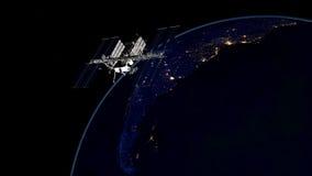 Весьма детальное и реалистическое высокое изображение ИСС - земля двигая по орбите разрешения 3D международной космической станци стоковые фотографии rf