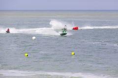 Весьма конкурент спортсмена на шлюпке shi двигателя Стоковые Изображения RF