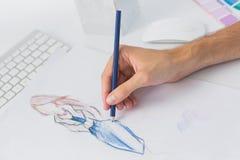 Весьма крупный план модельера работая на дизайнах стоковое фото rf