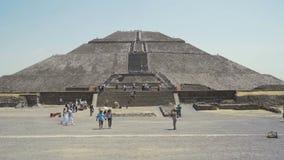 Весьма рискованное предприятие майяской пирамиды солнца, древнего города около Мехико каникулы праздника в Мексике 4K акции видеоматериалы