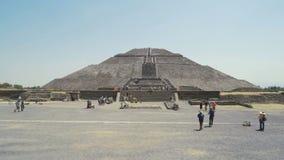 Весьма рискованное предприятие майяской пирамиды солнца, древнего города около Мехико каникулы праздника в Мексике 4K сток-видео