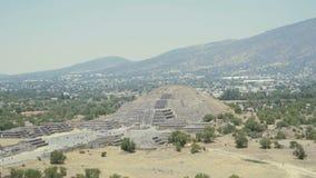 Весьма рискованное предприятие от пирамиды солнца, старых руин майяского города Teotihuacan турист высокого сезона видеоматериал