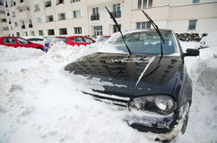 Весьма снежности - поглощенный автомобиль Стоковое Изображение