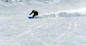 весьма snowboard riding человека Стоковая Фотография RF