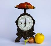 Весьте фрукты и овощи Стоковые Фото