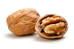 Весь грецкий орех и половинная часть грецкого ореха Стоковая Фотография