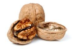 Весь грецкий орех и половинная часть грецкого ореха Стоковое Изображение RF