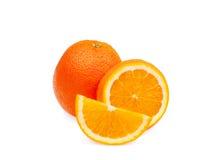Весь зрелый оранжевый плодоовощ с кусками на белой предпосылке, Стоковое фото RF
