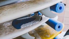 Весь конец-вверх surfboards размеров Заниматься серфингом лагерь и доски различных размеров для серфинга Стоковое Изображение