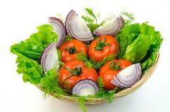 Весь томат и прерванный лук Стоковое Фото
