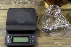 Веся масштабы для классического кофе Стоковое фото RF