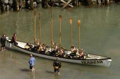 Весла вверх в гавани на Clovelly, Девоне Стоковая Фотография