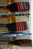 Весла штабелированные в сарае шлюпки Стоковые Изображения
