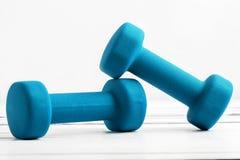 Вес гантелей цвета для фитнеса Стоковые Фотографии RF