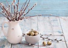 Ветви вербы и яичка триперсток Стоковая Фотография RF