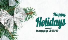 Ветви дерева Нового Года, взгляд сверху рождества украшений рождества, плоское положение Счастливые праздники и счастливый текст  стоковое фото