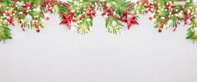 Ветви ели и орнаменты рождества звезды форменные Стоковые Изображения RF