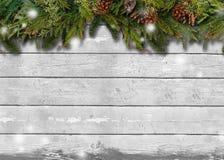 Ветви ели на предпосылке деревянной доски Стоковые Изображения RF