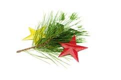 Ветви ели при декоративные звезды игрушки изолированные на белой предпосылке Стоковые Фото