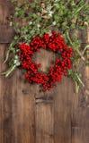 Ветви и венок дерева ChrisChristmas от красных ягод Стоковые Изображения