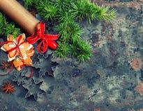 Ветви и печенья рождественской елки сбор винограда типа лилии иллюстрации красный Стоковые Фото