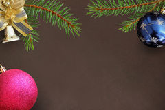 Ветви рождества воздушного шара спруса, голубых и розовых, декоративного Стоковое Изображение RF