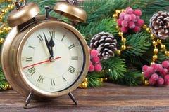 Ветви часов и ели рождества Стоковое Изображение RF