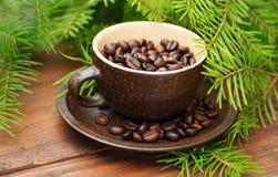 Ветвь зеленых ели рождества и чашки  Стоковое Изображение