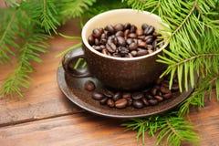 Ветвь зеленых ели рождества и чашки  Стоковое Фото