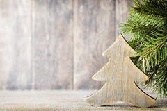 Ветвь и оформление ели рождества, на деревянной предпосылке Стоковые Фото