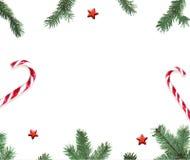 Ветвь, конфета и звезда ели на белой предпосылке Взгляд сверху Стоковое Изображение