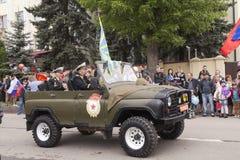 Ветераны на воинском автомобиле на параде в честь 69th Стоковое Изображение