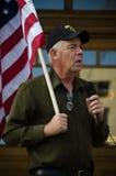 Ветеран армии говоря на протесте козыря стоковое изображение rf