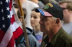 Ветеран армии на протесте козыря стоковые изображения