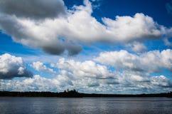 Ветер взбил облака стоковое изображение