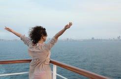 ветер девушки стороны палубы стоящий Стоковое Фото