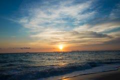 ветер захода солнца шторма абстракции стоковые изображения