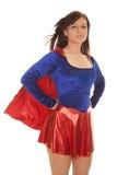 Ветер накидки голубого красного цвета женщины стоковое фото rf