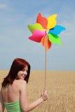 ветер пшеницы турбины портрета девушки поля Стоковое Фото