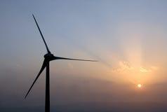 ветер турбины захода солнца силы Стоковое Фото