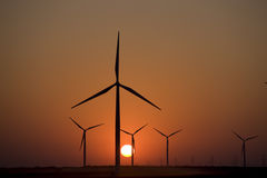 ветер турбины захода солнца Стоковое Фото