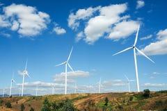 ветер турбины источника фермы альтернативной энергии Стоковые Фото