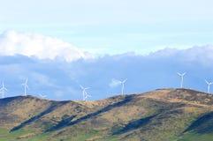 ветер турбины источника фермы альтернативной энергии Стоковое Фото