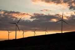 ветер турбин захода солнца Стоковые Фотографии RF