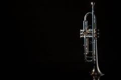 ветер whithe trumpet аппаратуры предпосылки стоковая фотография