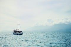 Ветрила корабля на море Стоковые Изображения
