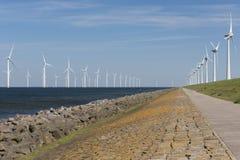 Ветровая электростанция в воде и на земле Стоковые Изображения