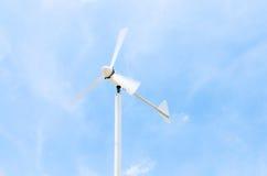 Ветрогенератор на облачном небе Стоковое Фото